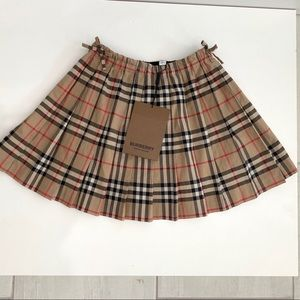 Burberry girls skirt size 8 years new tags on